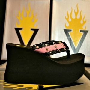 New VOLATILE Ingrid Black/Pink Thong Platforms